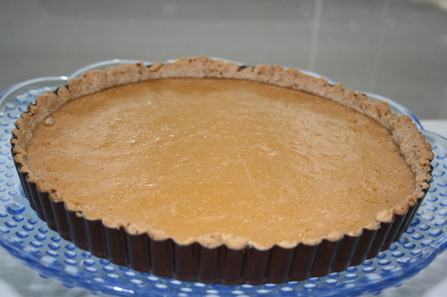 Yogurt_tart_with_nut_crust