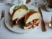 Black_angus_burger_2_7
