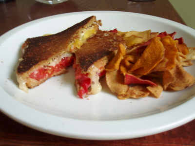 Grilled_cheese_and_tomato