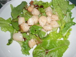 Scallops_and_field_greens